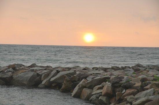 Cap Jean Marie Beach Villas : coucher de soleil