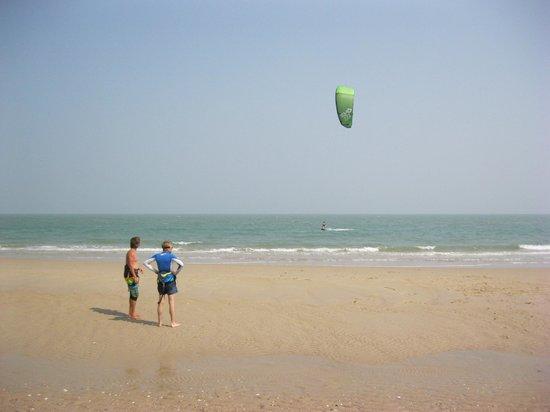 17 knot kite surf center: Beobachten und lernen