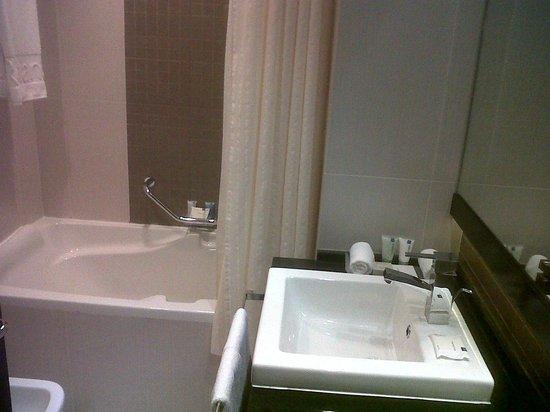 Towers Rotana: Bath