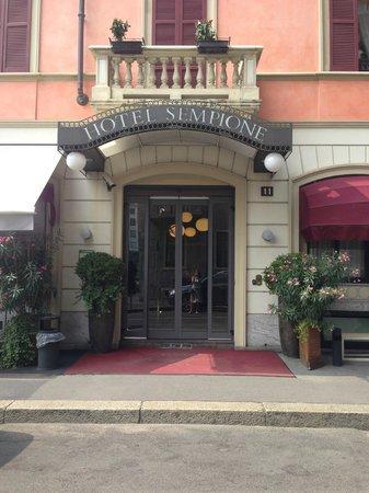 Hotel Sempione: Вход в отель