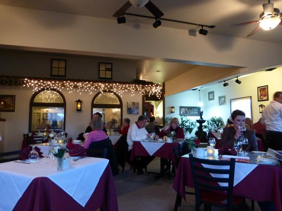 La Bella Vita: Main dining area, the window area under lights is a smaller uncomfortable dining area.