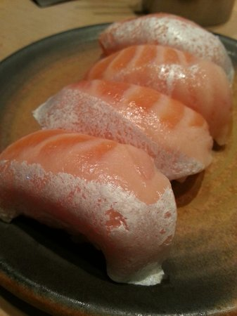 Sushi Tei - Plaza Senayan: Salmon belly sushi