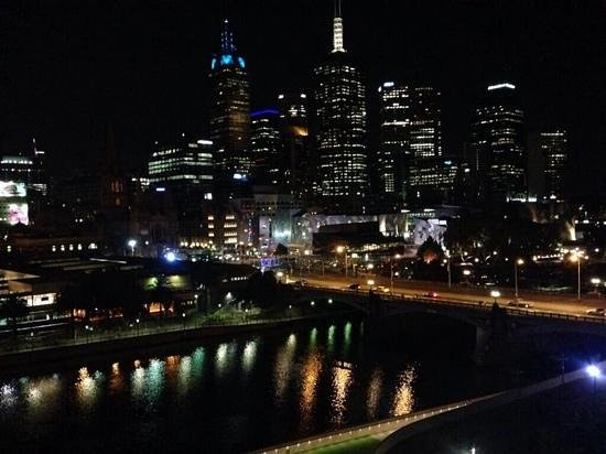 Quay West Suites Melbourne: View from a city view room