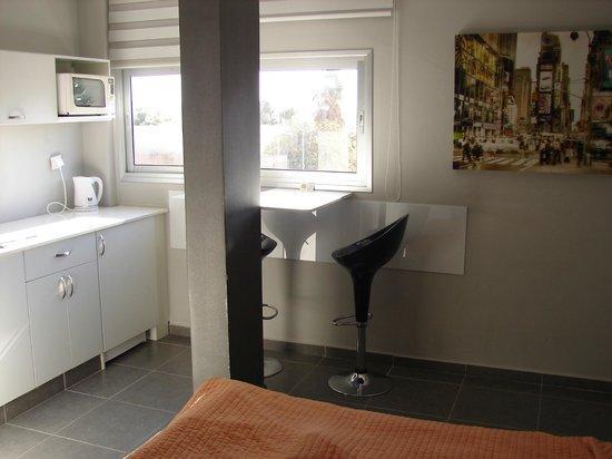 Rich Luxury Suites: номер маленький, но очень удобный + вид на море