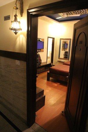 Hotel Shalimar: Вход в номер