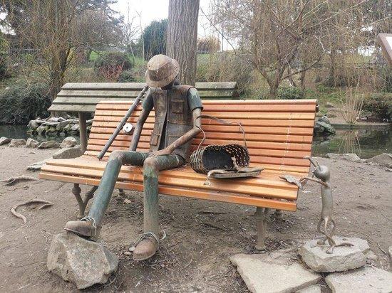 Parco del Valentino : Opera d'arte fatta da giardinieri con materiali di recupero