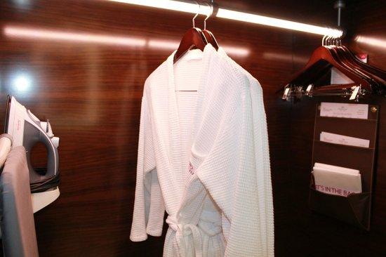 Crowne Plaza Dubai-Deira: fresh smelling robes
