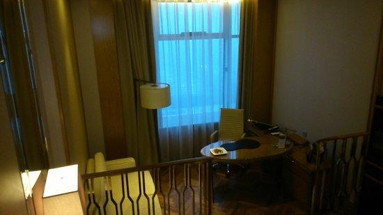 Grand Parkray Hangzhou: deluxe room work area
