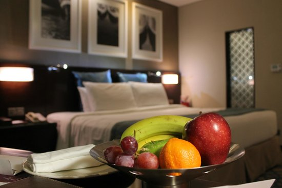 Crowne Plaza Dubai-Deira: our comfy king bed