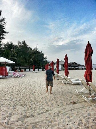 Dusit Thani Laguna Phuket: Strolling to other hotels under the laguna