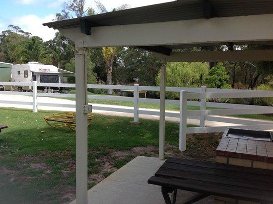 Albany's Happy Days Caravan Park: BBQ