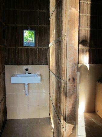 Raja Ampat Doberai Eco Resort: Bathroom