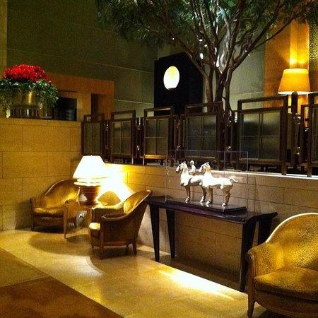 Four Seasons Hotel New York: Side Lobby