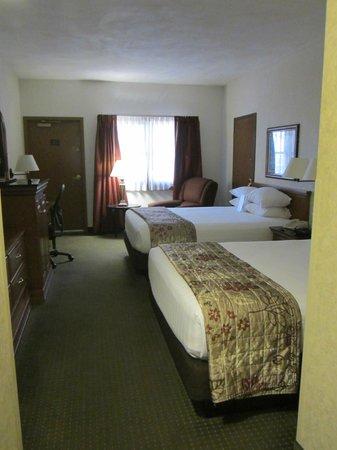 Drury Inn & Suites San Antonio Riverwalk: Room 537 (2QB Deluxe with Terrace Room)