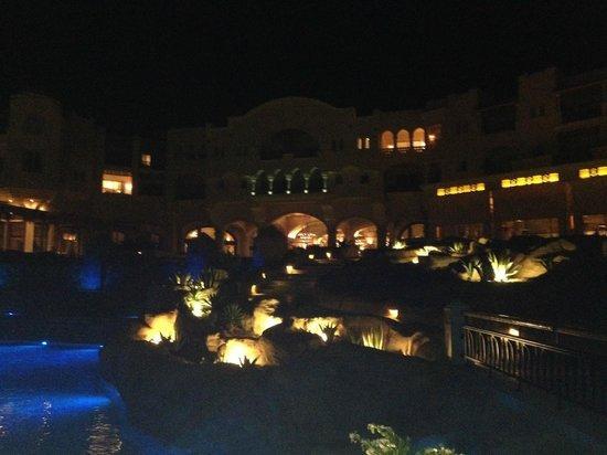 Kempinski Hotel Soma Bay : Hotel bei Nacht