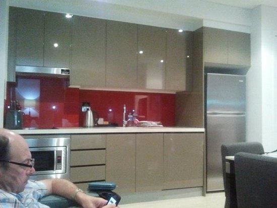 Meriton Serviced Apartments Campbell Street : Kitchen area