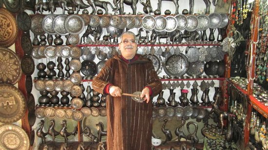 Médina de Meknès : Metal Work Shop. Sold everything from earrings to sculpture. Owner a multilingual trip. Good guy