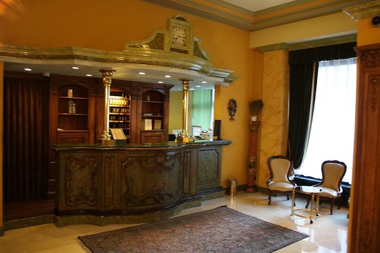 Hotel Longemalle: Обитель ресепсиониста
