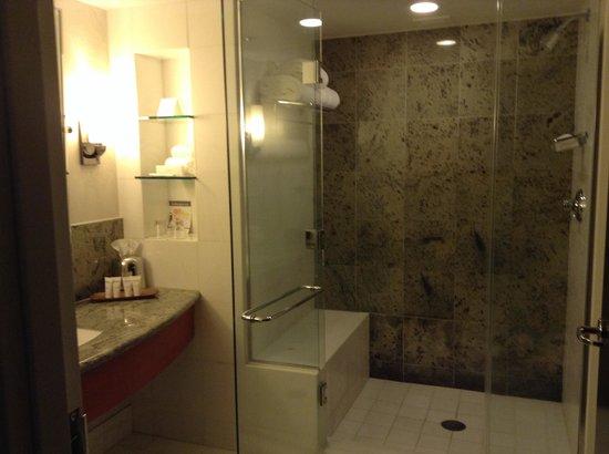 Borgata Hotel Casino & Spa: Bathroom in room 3611