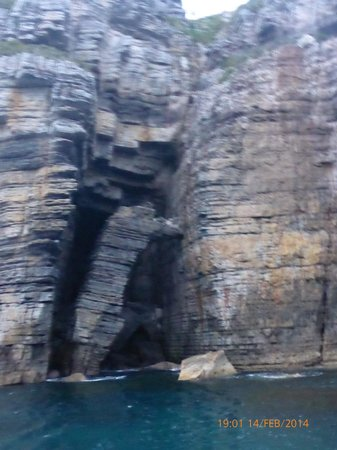 Jervis Bay Wild Cruises: Fallen rockpile
