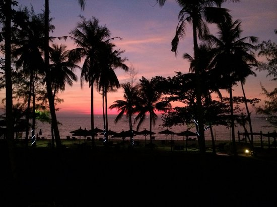 Arcadia Phu Quoc Resort: Sunset from just outside beach bungalow