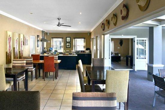 Plumwood Inn: Breakfast room