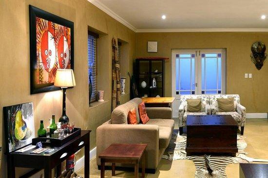 Plumwood Inn: Lounge