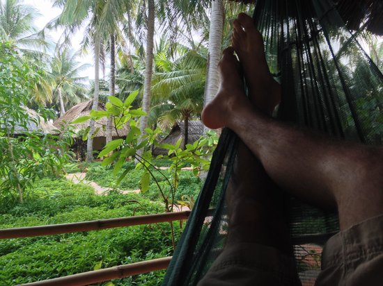 Viet Thanh Resort : Chilling in the hammock on the patio.