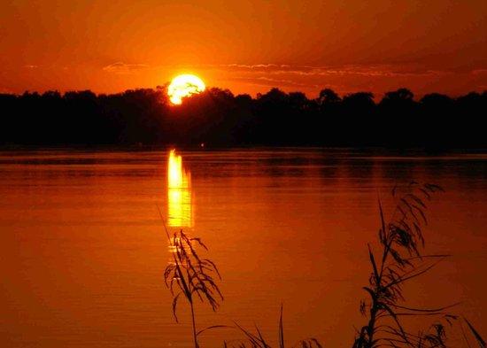 Mama Out of Africa: Tramonto sullo Zambesi a Livingstone
