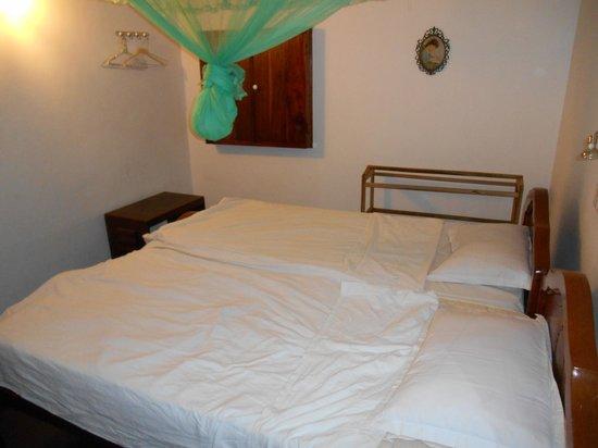 Madugalle Friendly Family Guest House : Room mit Einbauschränkchen