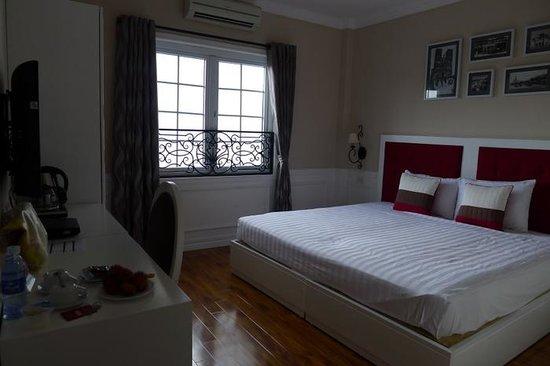 Calypso Suites Hotel : Nice room