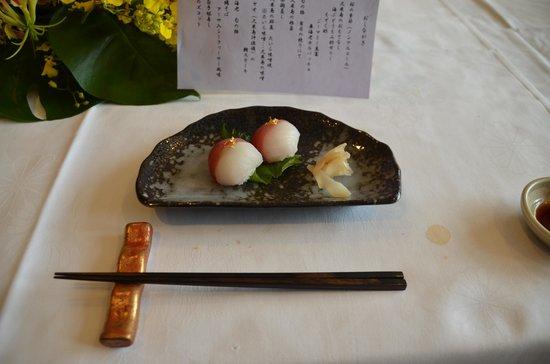 Cypress Resort Kumejima: コースのしめくくりは紅白手毬寿司