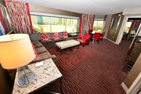 Tower one bedroom suite picture of mgm grand hotel and - Mgm grand las vegas suites with 2 bedrooms ...