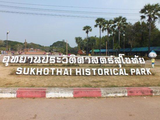 Wat Mahathat: entré du parc