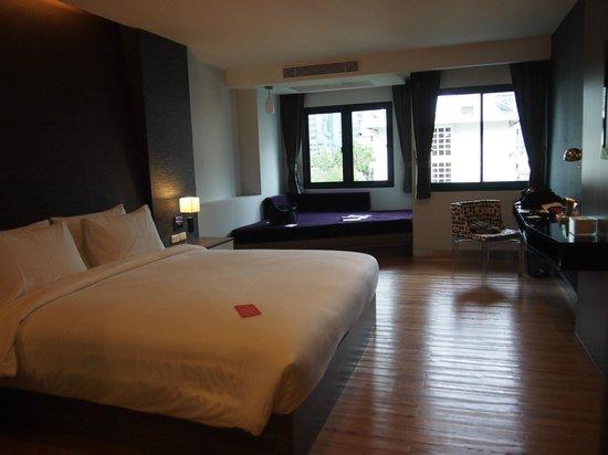 Trinity Silom Hotel : 綺麗です。一人で泊まるには広い、広すぎ。