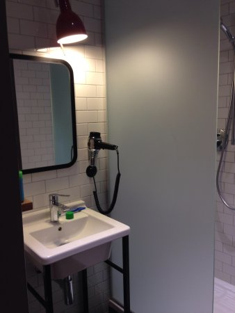 pentahotel Prague: Bathroom