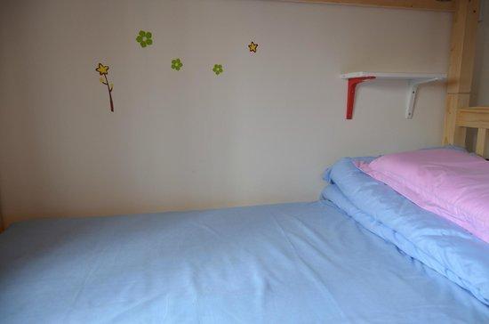 11 Shiguang Youth Hostel: 干净的床铺