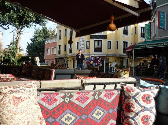 Star Hotel Istanbul: Straatje voor hotel