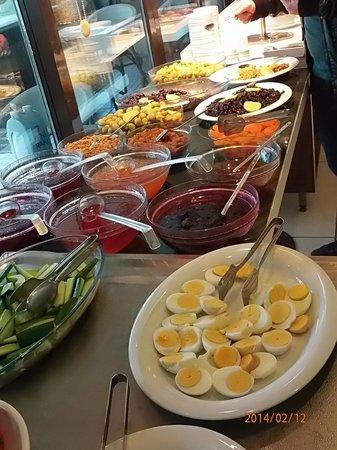 Sky Kamer Boutique Hotel : Один из эпизодов множества блюд завтрака