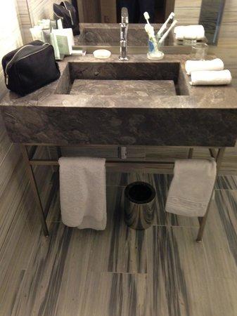 The Emblem Hotel: bagno stanza 206