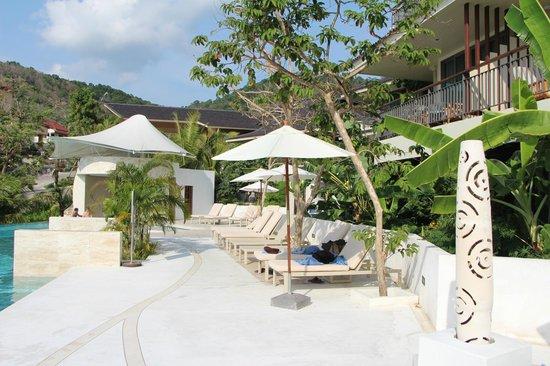 Mandarava Resort and Spa : Lounge and bar area at lower pool