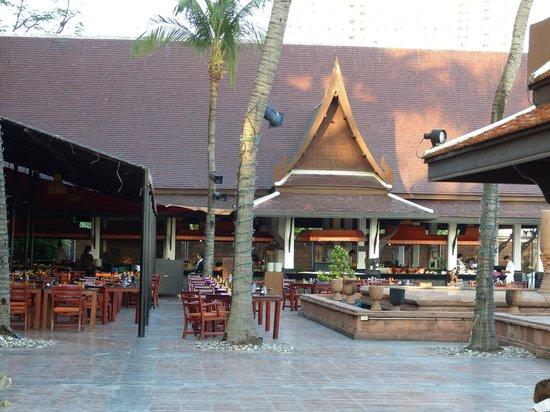 Anantara Riverside Bangkok Resort: Frühstück-Restaurant