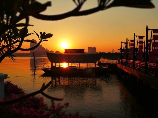 Anantara Riverside Bangkok Resort: Morgen Stimmung