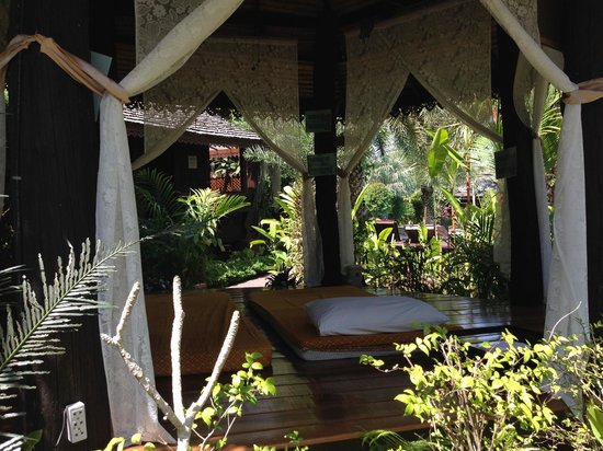 Baan Habeebee Resort: Massage area