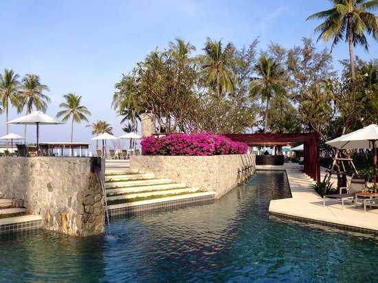 Outrigger Laguna Phuket Beach Resort: Pool Area