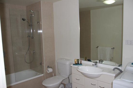 Melbourne Short Stay Apartments Southbank Collection: bathroom