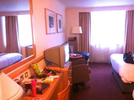 Sligo Park Hotel: Dated TV