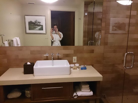 Hotel Abrego: Bathroom