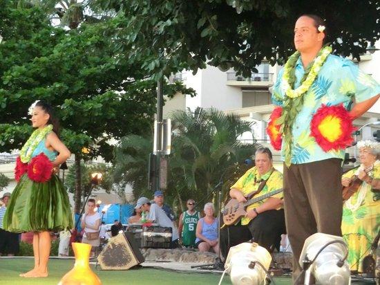 Kuhio Beach Torch Lighting & Hula Ceremony: dancers