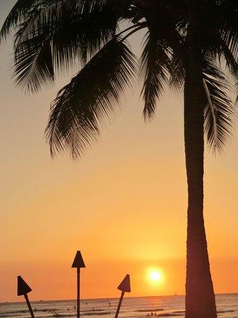 Kuhio Beach Torch Lighting & Hula Ceremony: sunset view